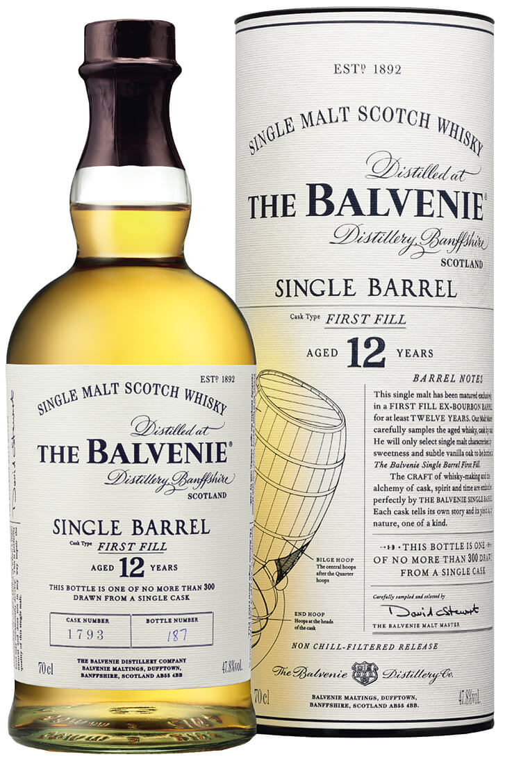 En flaska av The-Balvenie-Single-Barrel-Range_12 och behållare med vit etikett.